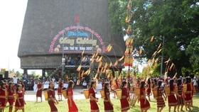 Ethnic minority students partake in Festival of Gong