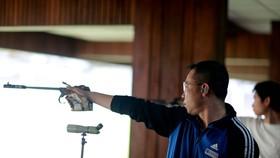 Hoang Xuan Vinh sets new national shooting record