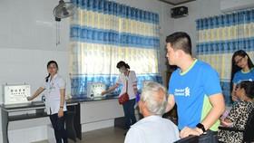 Standard Chartered Việt Nam chăm sóc mắt miễn phí