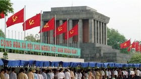 Thousands Flock to Ho Chi Minh Mausoleum on National Day
