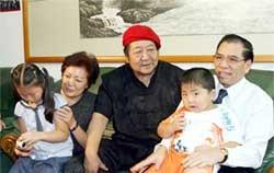 Tổng Bí thư Nông Đức Mạnh thăm TP Đại Liên (Trung Quốc)