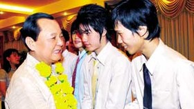 City Leaders Meet Lao Students for Traditional New Year