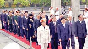 Viet Nam pays tribute to fallen soldiers
