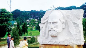 Da Lat  unveils statue of Alexandre Yersin to mark its 115th anniversary