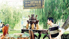 Da Nang festival shows off village handicrafts, artisans