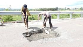 """Sửa chữa con đường gần trăm tỷ nát bét """"gây dư luận không tốt"""""""