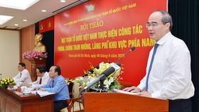 Bí thư Thành ủy TPHCM Nguyễn Thiện Nhân phát biểu tại hội thảo. Ảnh: VIỆT DŨNG