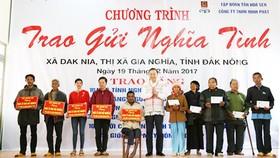Thượng tướng Tô Lâm trao nhà tình nghĩa cho đồng bào dân tộc thiểu số có hoàn cảnh khó khăn
