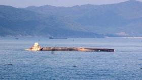 """""""Nghĩa địa"""" tàu đắm ở Quy Nhơn bao giờ mới được giải cứu ?"""