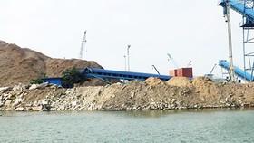 """Vụ cảng hàng """"nuốt"""" cảng cá: Yêu cầu cảng hàng tạm dừng thi công cầu cảng container"""