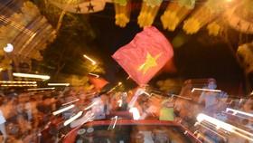 U23 Việt Nam thắng, TPHCM rợp cờ hoa