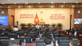 Ông Huỳnh Đức Thơ, Chủ tịch UBND TP Đà Nẵng giải trình tại phiên chất vấn