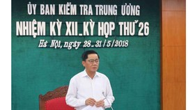 Đồng chí Trần Cẩm Tú, Bí thư Trung ương Đảng, Chủ nhiệm Ủy ban Kiểm tra Trung ương phát biểu tại kỳ họp