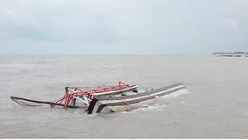 Kiên Giang kịp thời cứu 9 ngư dân gặp nạn trên biển