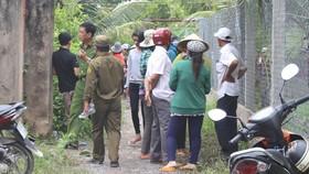 Lực lượng công an đang bảo vệ và khám nghiệm hiện trường. Ảnh: ĐĂNG NGUYÊN