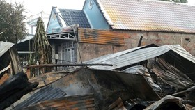 Ba căn nhà bị thiêu rụi sau vụ cháy