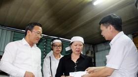Ngành chức năng đến chia buồn và hỗ trợ cho gia đình nạn nhân  Nguyễn Văn Dũng - bị tai nạn đường thủy tử vong