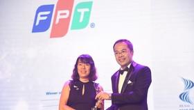 Đại diện FPT nhận giải thưởng HR Asia Award 2018