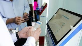 """""""Cổng hành chính công tỉnh Tây Ninh"""" cho phép người dân làm thủ tục ngay tại nhà qua điện thoại di động."""