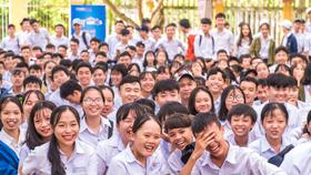 Các bạn học sinh  hào hứng với một buổi Hi school chia sẻ tâm lý tuổi học đường