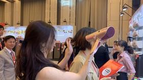 Máy sấy tóc, lược chải tóc ion và máy massage đầu của Sharp