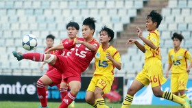 Đội tuyển nữ TPHCM chuẩn bị tranh tài cùng đội Gyeongsangbuk-do. Ảnh: NHẬT ANH