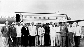 Late president Ho Chi Minh (the twelve, left) visited Novosibirsk city in July 1955, his first official visit to the Soviet (File photo: VNA)