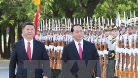 President Tran Dai Quang and General Secretary of the Communist Party of China and President Xi Jinping at the welcome ceremony for the Vietnamese leader in Beijing (Photo: VNA)
