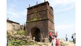Hai Van Gate