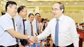 Secretary of HCMC Party Committee Nguyen Thien Nhan meets heads of Vietnamese representative agencies abroad. (Photo: Sggp)