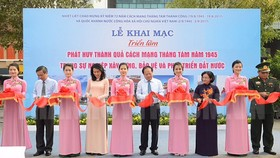 The opening ceremony of the photo exhibition in Nguyen Hue walking street  (Photo: hcmcpv.org.vn)