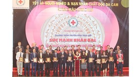 President Tran Dai Quang attends the art program raising fund for the poor and Agent Orange/dioxin victims on the upcoming Lunar New Year in Hanoi. (Photo: Sggp)