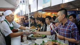 Visitors at the International Gastronomy Festival 2016 (Photo: VNA)