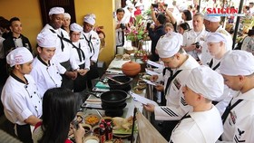 Chefs from the USS Carl Vinson are introduced to Vietnamese traditional dishes by local counterparts.