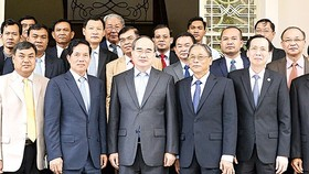 Secretary of the Ho Chi Minh City's Party Committee Nguyen Thien Nhan and the high level delegation from Phnom Penh