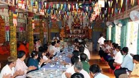 A Chol Chnam Thmay celebration in KhemMapaPhia pagoda of Hau Giang province in 2017 (Source: VNA)