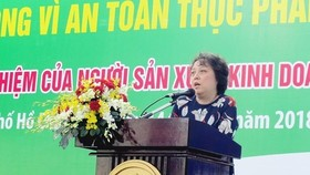 Pham Khanh Phong Lan, head of the HCM City Food Safety Management Board, urges food manufacturers to be more responsible for food safety. (Photo: sggp.org.vn)