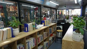 The book bus in the book street will also provide readers European literature books.  (Photo: Sggp)