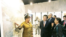 Chairman of the People's Committee of HCMC Nguyen Thanh Phong visits Jose Marti Memorial Museum. (Photo: Sggp)