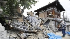 Damage to Osaka's Myotoku-ji temple caused by the earthquake. (Photo: Kyodo/VNA)