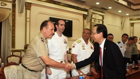 Le Thanh Liem, Vice Chairman of the Ho Chi Minh City People's Committee receives a delegation of foreign military attaches in Vietnam on June 18. (Photo: VNA)