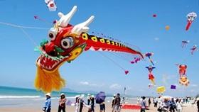 Summer kite festival held in Dam Sen Cultural Park
