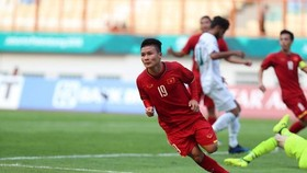 Midfielder Nguyen Quang Hai opens the score for Vietnam (Photo: VNA)