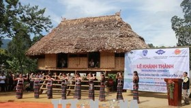 "The long communal house ""Guol"" of the Co Tu ethnic group in the central province of Thua Thien-Hue (Photo: VNA)"