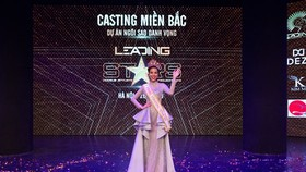 "Kha Trang is crowned at the ""Leading stars Project"" competition."