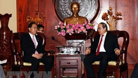 Secretary of the Ho Chi Minh City Party Committee Nguyen Thien Nhan  (R) and Governor of Yamanashi prefecture Hitoshi Goto (Source: VNA)