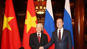 Party General Secretary Nguyen Phu Trong (L) and Russian Prime Minister Medvedev (Photo: VNA)