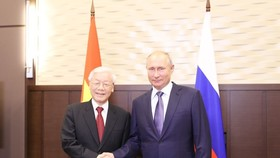 General Secretary of the Communist Party of Vietnam Central Committee Nguyen Phu Trong (L) and Russian President Vladimir Putin (Photo: VNA)