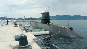 Japanese submarine conducts first drill in Vietnam
