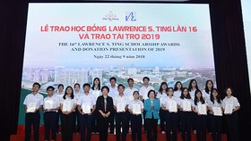 At the scholarship award presentation ceremony in Ho Chi Minh City on September 22 (Source: http://voh.com.vn)